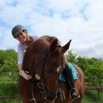 glückliche Reiterin